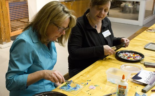Our fused-glass artist will be there to guide you with artistic and technical questions.